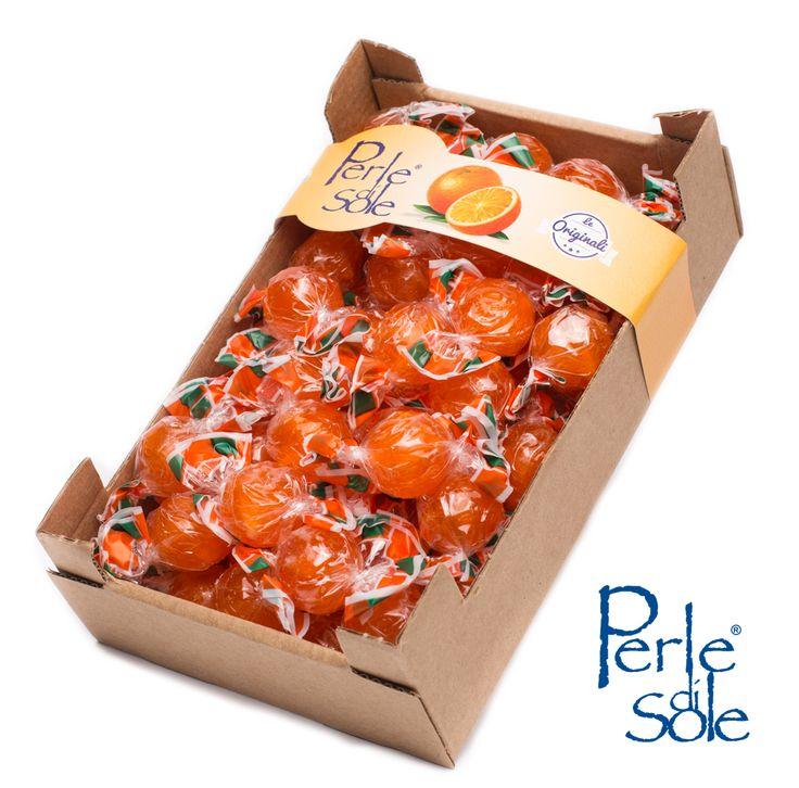 350 gr di CARAMELLE DURE AL GUSTO ARANCIA con un cuore frizzante in cassetta. #PERLEDISOLE http://www.perledisole.com/product/orange-flavored-hard-candies-in-cardboard-case-350gr/