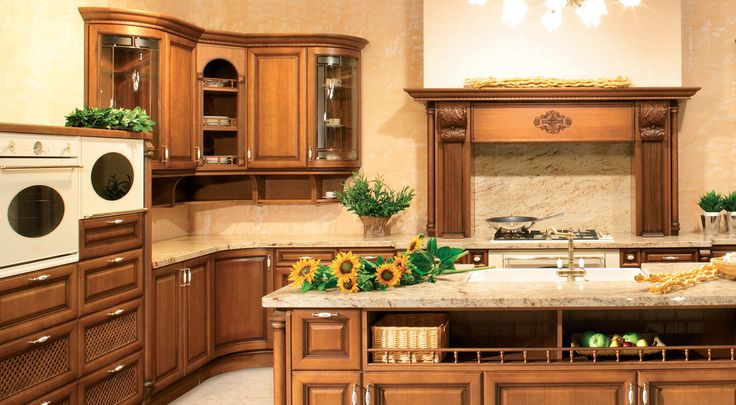 LORETA je jednou z našich nejzdobnějších rustikálních kuchyní, která v sobě má nespočet krásných detailů. Kuchyně v provedení dýha kaštan s ruční patinou.