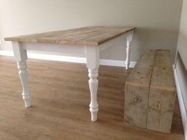 Eettafel Camilla. Zoals afgebeeld 2,00 x 1,00 meter. Steigerhouten tafelblad en witte romantische poten. Al vanaf € 255,00 euro!