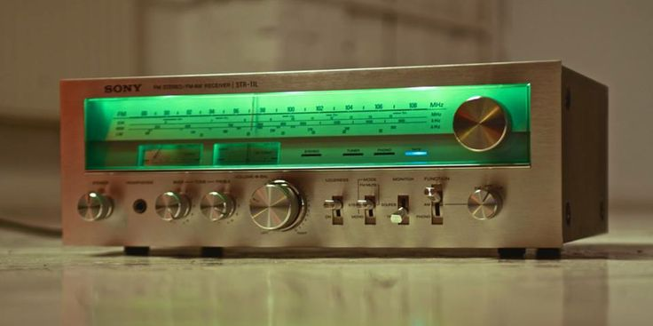 cratesofvinyl:  SONY STR-11L  Love the green display :-)