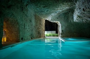 Cave pool - Castle in Italy