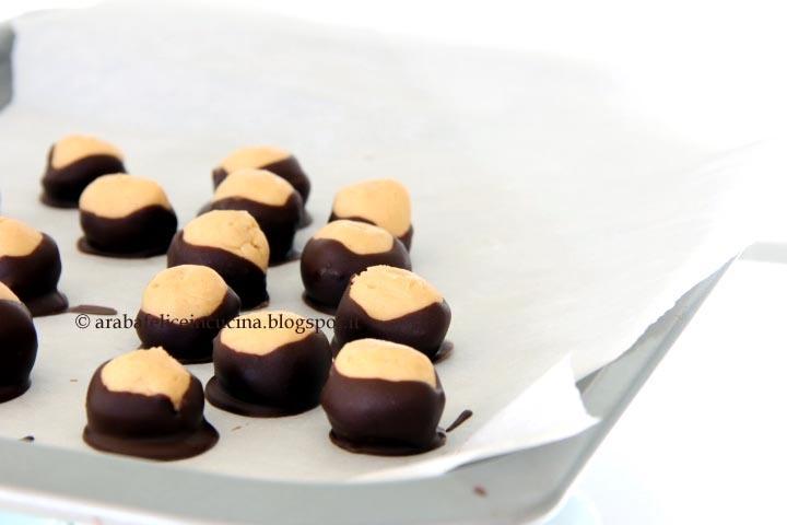 Arabafelice in cucina!: Bon bon al burro di arachidi e cioccolato, senza uova, farina nè cottura!