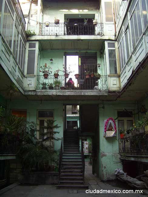 Patio de una vecindad en la Colonia Juárez. México DF