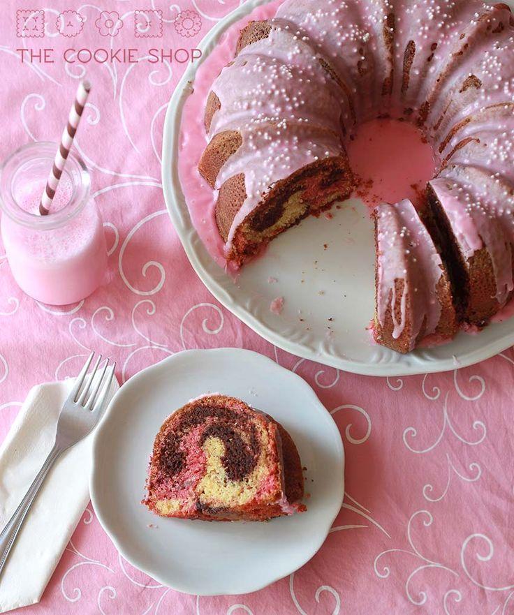 Esse bolo só existe por causa de um canudo. Sim. Um canudo. Deixa eu explicar pra vocês: desde que fiz uma conta no Pinterest começaram a aparecer essas fotos lindas de garrafinhas de vidro vintage...