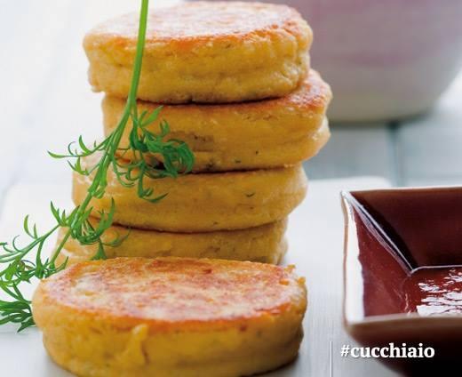 Mini hamburger di salmone al pomodoro