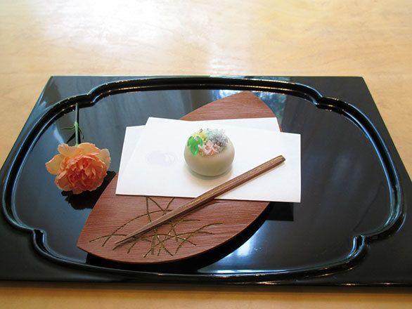 (2ページ目)東大本郷キャンパスに立つ現代的建物で 「くろぎ」の極上和菓子をコーヒーと共に||予約の取れない湯島の人気割烹「くろぎ」の和菓子 廚菓子くろぎ(東京・本郷和菓子と猿田彦珈琲のクセになる組み合わせ