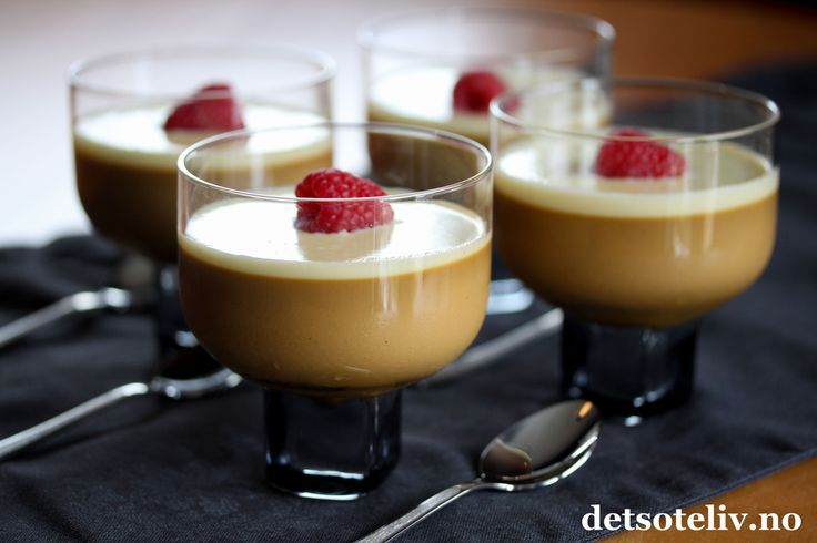 Å, nå fikk jeg lyst på dessert! Heldigvis har jeg nydelig, fløyelsmyk panna cotta med lakrissmak i kjøleskapet.. Serveres med hvit sjokoladesaus og friske bringebær. Denne desserten er superlett å lage og imponerer på smak!