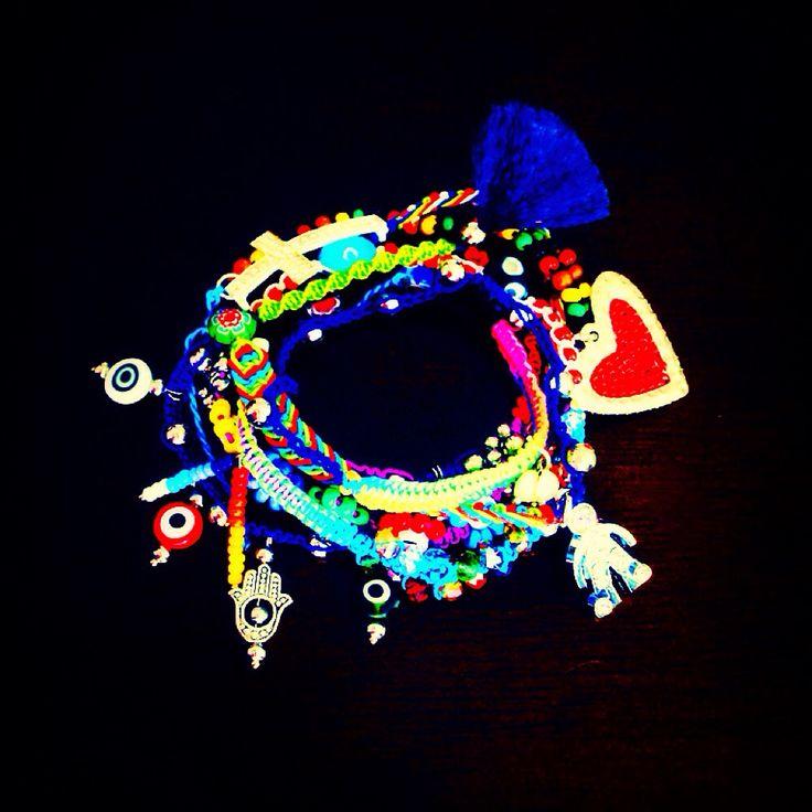 Coloréate de los pies a la cabeza! #bracelet #armcandy #fashion