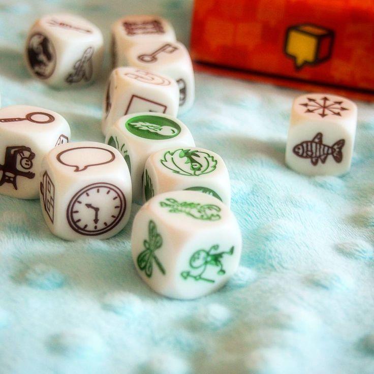 Uwielbiamy ze Smokiem grać w różne gry a Story Cubes jest ostatnio nasza ulubioną grą 😄 #storycubes #gra #forkids #dladzieci #fun #mint #kostki #historie #opowiada
