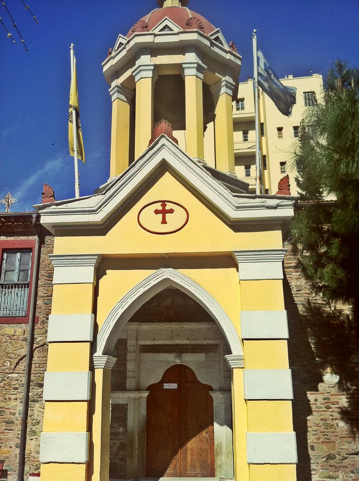 This beautiful church was built in 1727 and is called Nea Panagia, New Madonna. (Walking Thessaloniki, Route 04 - Galerius)