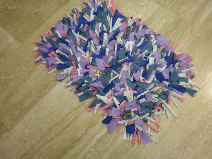 Tapete con calcetines reciclados