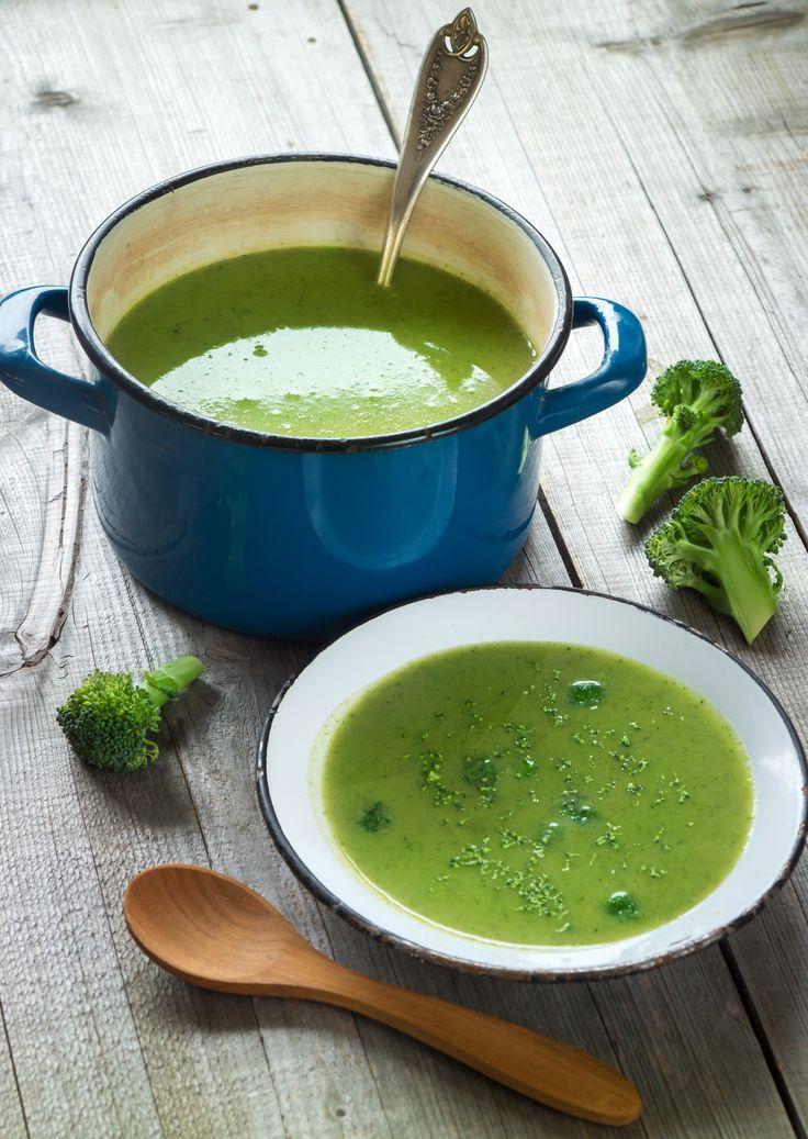 Broccoli is gezond. Dit recept voor broccolisoep is zo klaar. Een pluspunt op drukke dagen, waarbij je een gezonde maaltijd juist extra kunt gebruiken. www.eatpurelove.nl