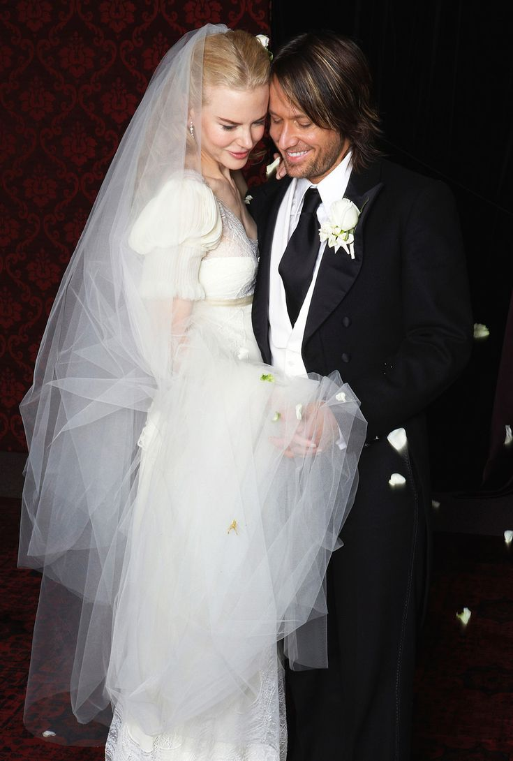 #KnotsAndHearts    Nicole Kidman and Keith Urban marry in Australia, where they both are from.