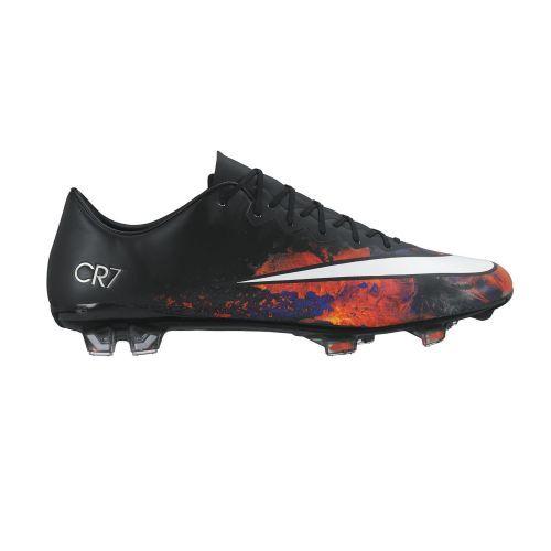 De #Nike #Mercurial Vapor X #CR7 optimaliseert je natuurlijke snelheid zonder in te boeten aan balgevoel. De gedurfde lava print is geïnspireerd door de geboorteplaats van #CristianoRonaldo, het vulkanische eiland Madeira.