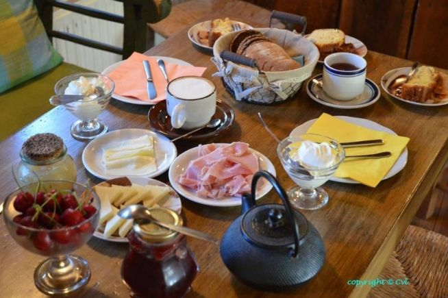 A rich breakfast offered by Papaevangelou Hotel to its visitors! #Papaevangelou Hotel #Zagorochoria #Epirus With WeGreek card you get a generous discount for your accomodation! Get yours today! | WeGreek