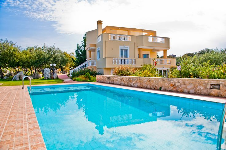 Rethymno Villa Danna is an elegant, luxury 5-bedroom villa with private pool, built in the traditional village of Prines, 1 km away from the sea and 3 km from the sandy beach.Villa Danna is located 7 km west of the lovely town of Rethymnon.