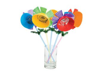 Flowers on a Stem. Learn about flowers in a creative way, children can make their own using patty pans, straws, glitter and pipe cleaners.