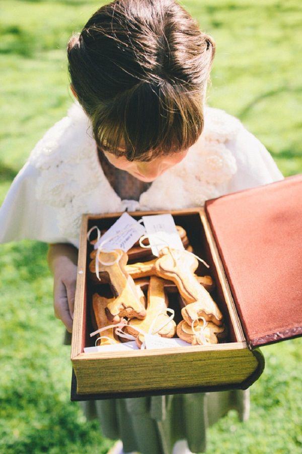 DIY Gingerbread Key Wedding Favors   Corey Sleap Photography