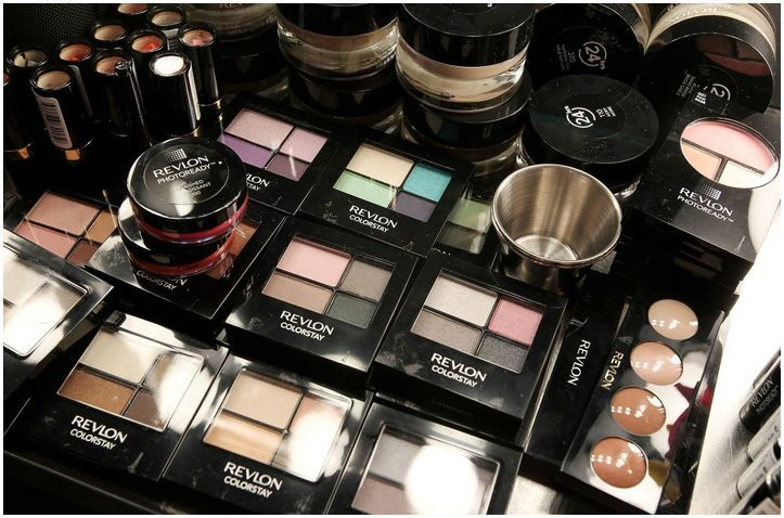Head to WomanFreebies. com where you will be able to enter to win $900 worth of Revlon products from Allure!
