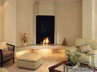 В гостиную в стиле контемпорари хорошо впишется искусственный камин, а светлая мебель отлично будет сочетаться со стенами бежевого цвета.
