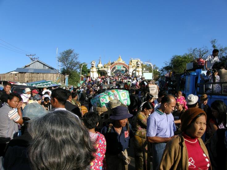 Golden Rock - Myanmar - Morning crowd