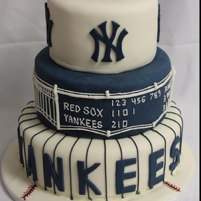 Yankees groom cake w/baseball glove holding baseball on top! pic cut it off :(