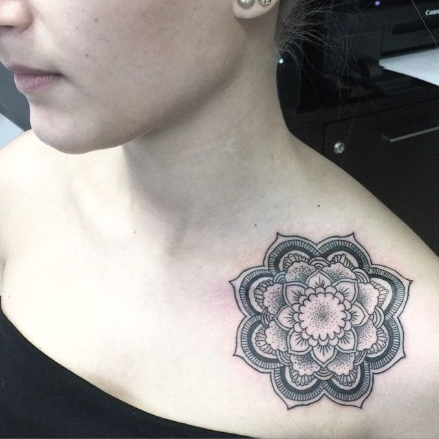 Best 25+ Collarbone Tattoo Ideas On Pinterest