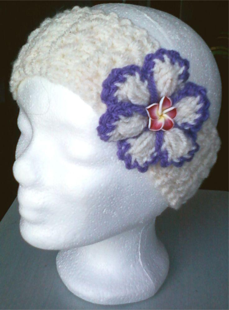 bandeau au crochet fil à tricoter agrémenté de sa jolie fleur écru et mauve : Chapeau, bonnet par chely-s-creation