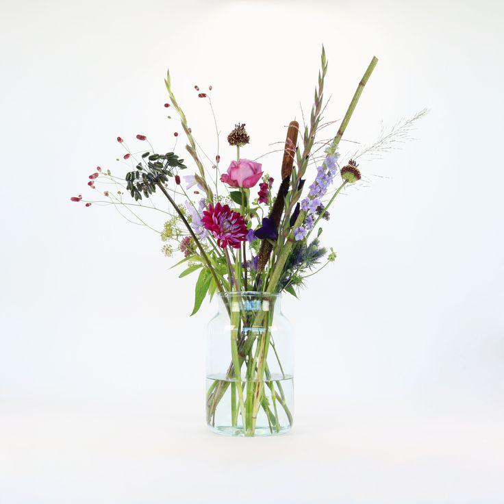 Willkommen in Berlin! Unser Blumenkünstler Anton hat ein spektakuläres Bouquet ganz im Zeichen der Hauptstadt kreiert. Schau mal hier: https://bloomon.de/blog/unsere-blumen/berliner-luft-schnuppern/