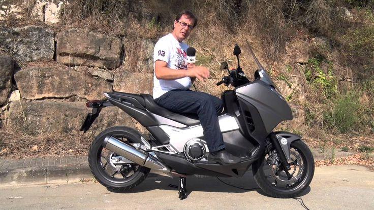 La Honda Integra quiere combinar lo mejor de los scooter (posición de conducción, confort, protección aerodinámica, etc.) y de las motocicletas (prestaciones, estabilidad, diversión ). La probamos a fondo para ver si lo consigue Fuente:Motosx1000