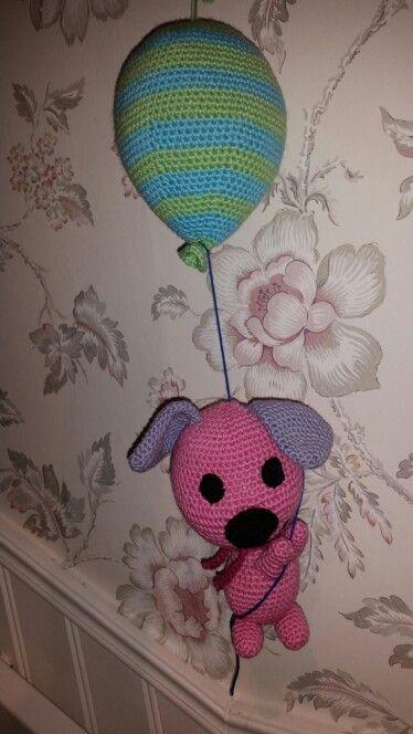 Hund hängande i en ballong ..