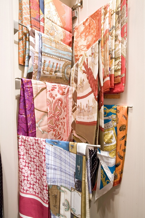 I will take 2 please. One for scarves and the other for table linens.  Swing arm. For scarves or linens