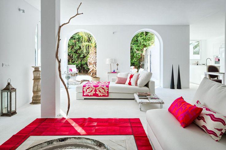 Accente vesele de culoare și o amenajare minimalistă în Sotogrande, Spania | Jurnal de design interior