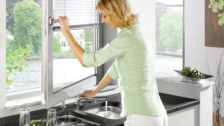 blanco lässt Sie beim Spülen aus dem Fenster sehen!