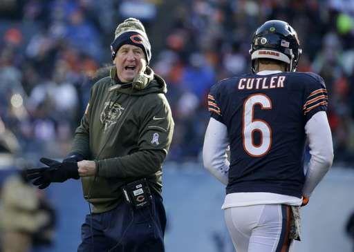 Chicago Bears head coach John Fox talks to quarterback Jay Cutler (6) as Cutler…