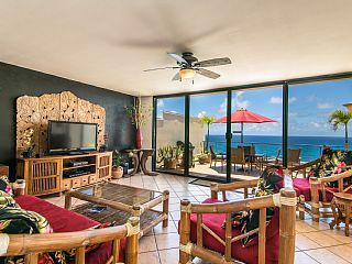 Puu Poa Oceanfront Condo, Beautifully Remodeled and Furnished, Truly Wonderful