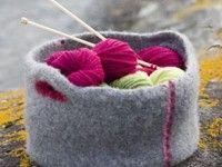 Toving av ull skjer når ullen blir utsatt for temperert vann, bevegelse og såpe. Her kan du lære alt om toving av ull, toving av strikk og figurtoving,