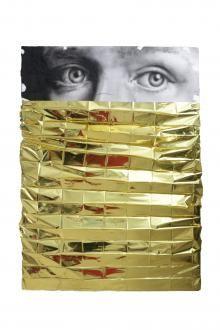 Lorenzo Brivio,  Ne salvai gli occhi, 2017,  acrilico su garze e coperta termica, cm 117x84