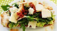 Эликсир молодости: Сэндвич с авокадо, курицей-гриль и помидорами