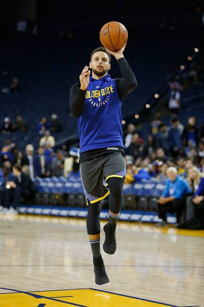 219369d97 Stephen Curry of the Golden State Warriors practices during the warm up  before the game against the Denver Nuggets at ORACLE Arena on December 23.