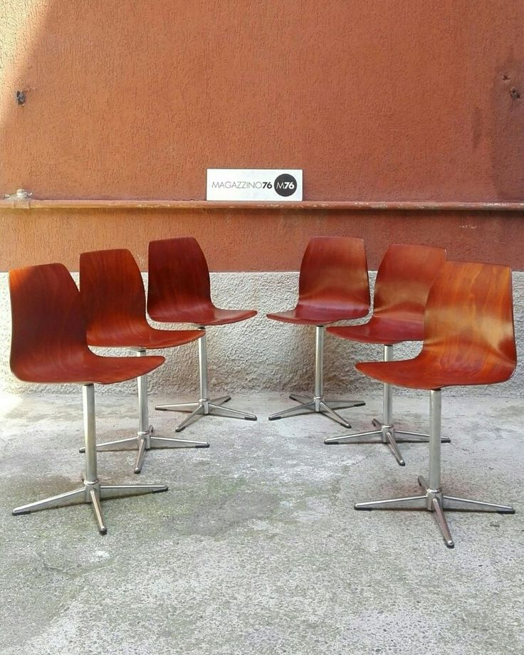 Set di 6 sedie in legno curvato con zampe in acciaio cromato.  Pagholz 1960 Girevoli e regolabili in altezza.  Conservate perfettamente  #magazzino76 #viapadova #Milano #nolo #arredamento #modernariato #vintage #design #sedie #M76 #sedieinlegno #chairs #mobili #modernfurniture #chair #sedie #compromodernariato #acquistomodernariato #comprodesign #acquistodesign #sedievintage #arredovintage #arredodesign #anni60 #pagholz #solocoseoriginali #compromodernariato #acquistomodernariato #perfette