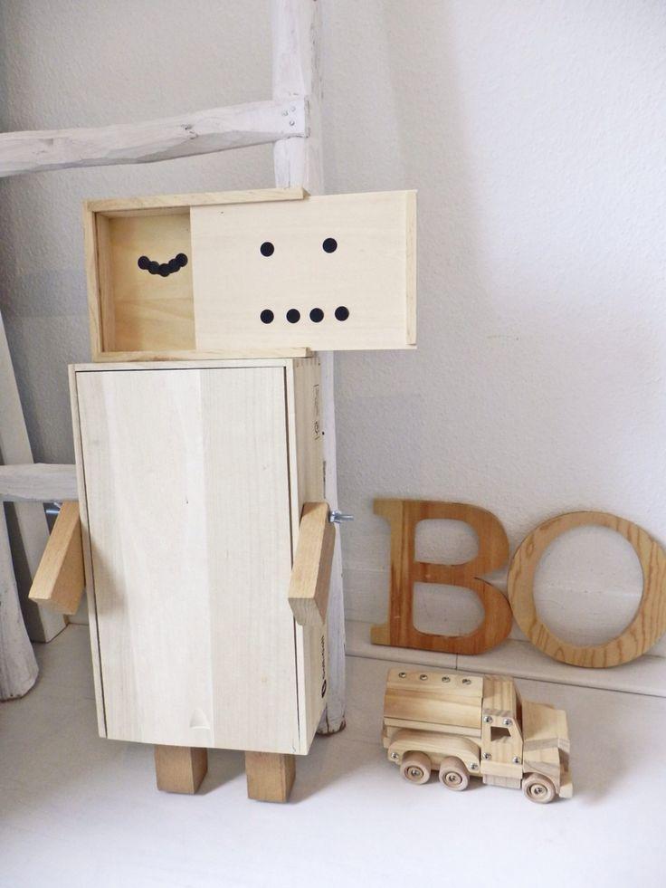 Houten robot van wijnkisten, echt een ontzettend leuk idee