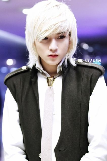 This is Ren. He is NU'EST's visual and singer. (Isn't he pretty?)