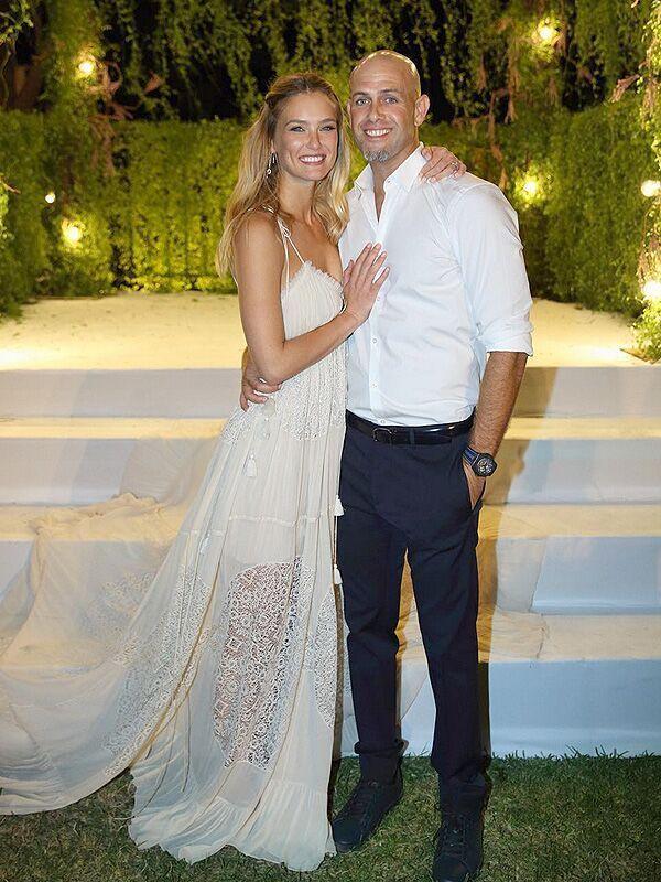 Bar Rafaeli Wedding... See more: http://olagiatogamo.gr/rss/145-omorfos-gamos-bar-refaeli.html