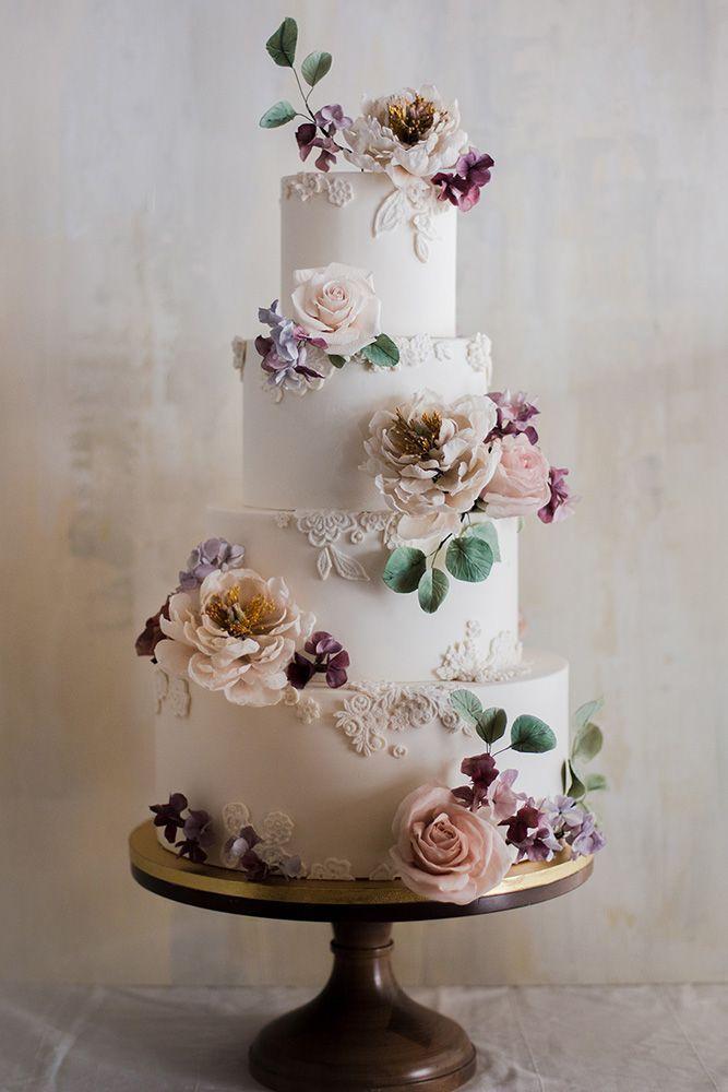 Hochzeitstorte Designer weiß mit strukturierten Mustern und Pastellrosen winifred kr …   – Wedding and bridesmaids