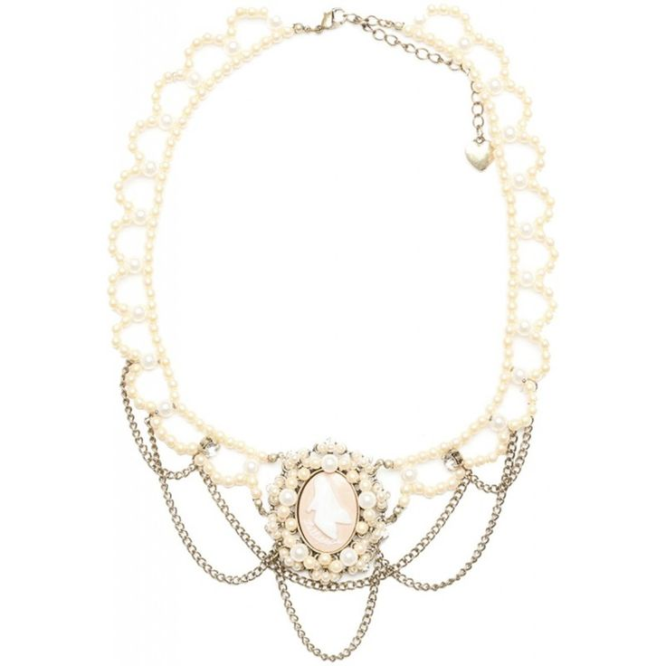 Gargantilla con camafeo y cadenas, rodeado de perlas y strass. Camafeo con motivo de zapatos Lollipops. Sin níquel.