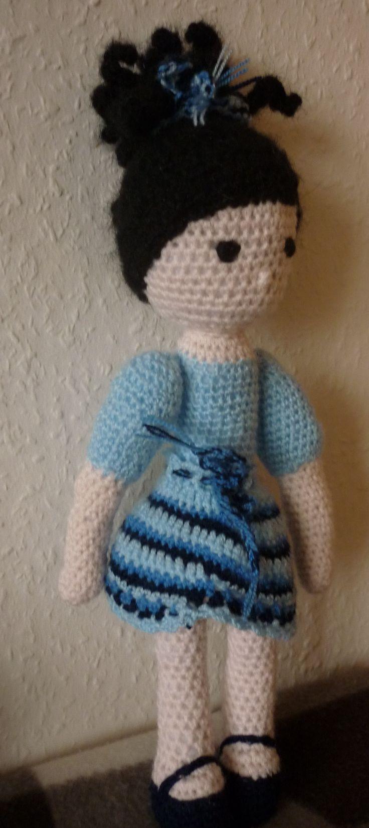 kék lány, horgolt