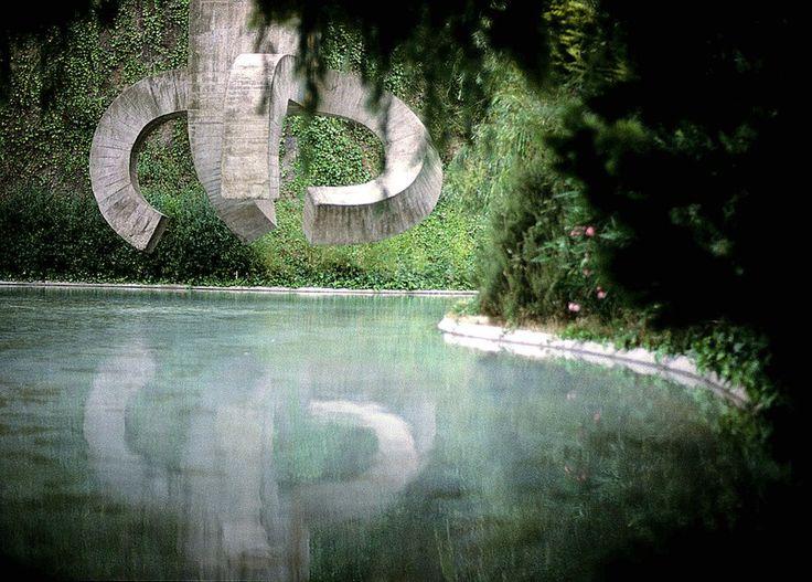 chillida elogio al agua parque de la cruceta del coll barcelona