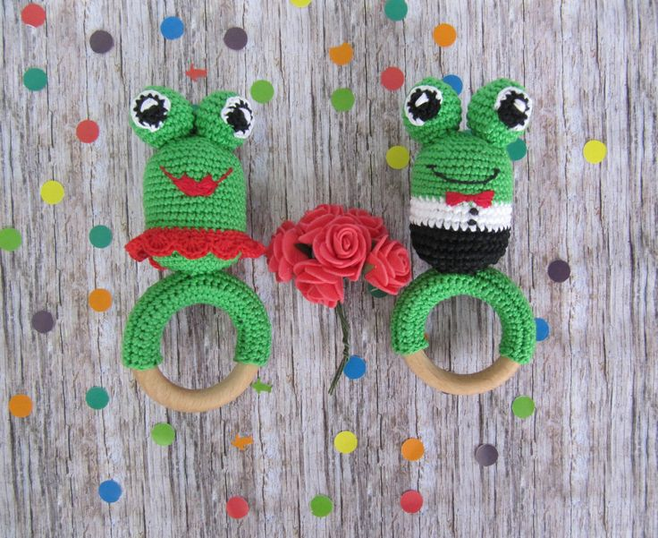 SET for TWINS !!!!! Unimprovable #gift for #twins #baby! This #toys are not only a #rattles, but also a wonderful #teethers. In the eyes of the #frogs are sewn #wooden beads, which are very convenient and safe to gnaw. #Organic #cotton yarn is used in the frogs.