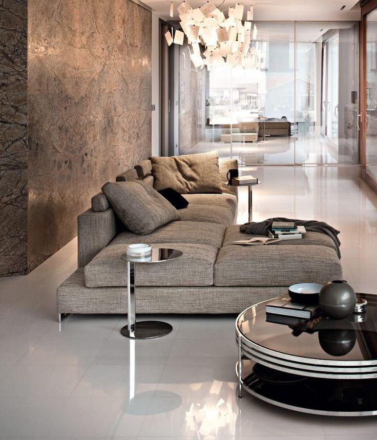 Metropolitain Luxury sfeer door behang met glanseffect en zwart glazen salontafel